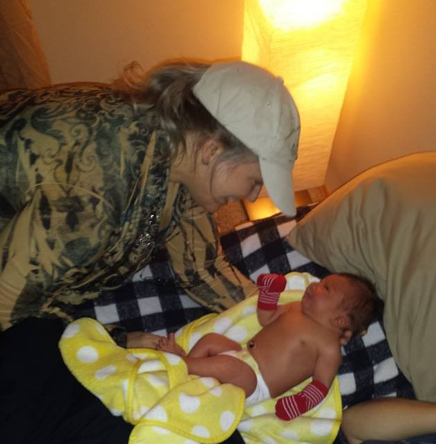 Lorri at a home visit for newborn checkup, Highland Midwife